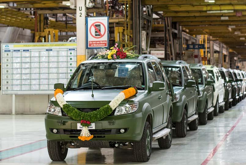 ... Passenger Vehicles, Tata Motors and Mr. Satish Borwankar – COO & ED, Tata Motors flagging off the 1500th Tata GS800 Safari Storme for the Indian Army.